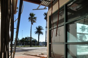 all-those-shapes_-_50u7hp0r7_101_-_of-palm-trees-and-missing-walls