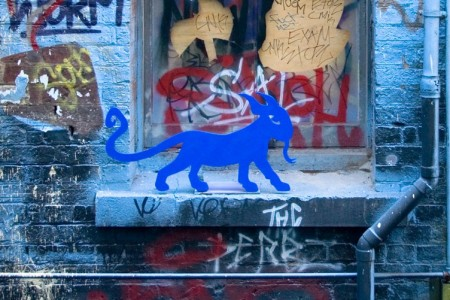 all-those-shapes_-_blu-art-xinja_-_kitty-lizard-on-the-ledge_ED_-_rutledge
