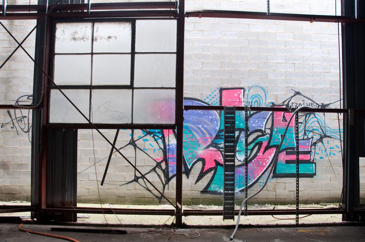 all-those-shapes_-_0c34n14_20151129_05_rashe_-_neon-window