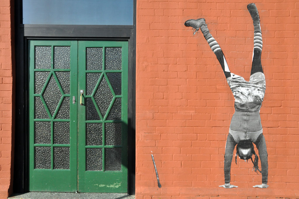 all-those-shapes_-_larissa-macfarlane_-_green-door-handstand_-_footscray