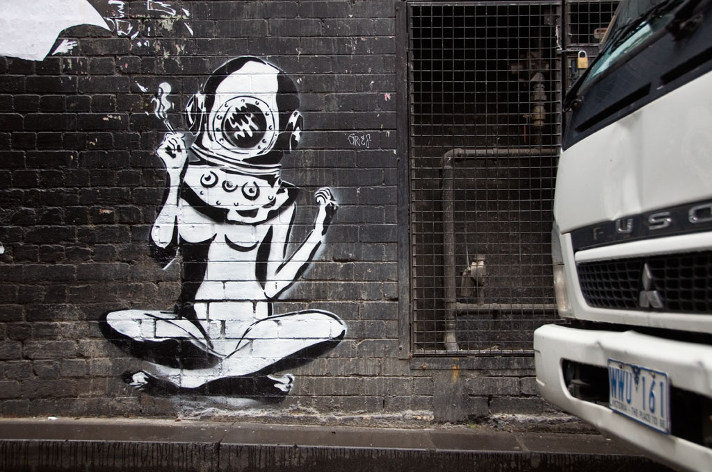 all-those-shapes_-_street-art_-_banksys-diver-girl_-_section-8