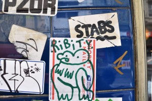 all-those-shapes_-_ribity_-_green-frog-sticker_-_fitzroy